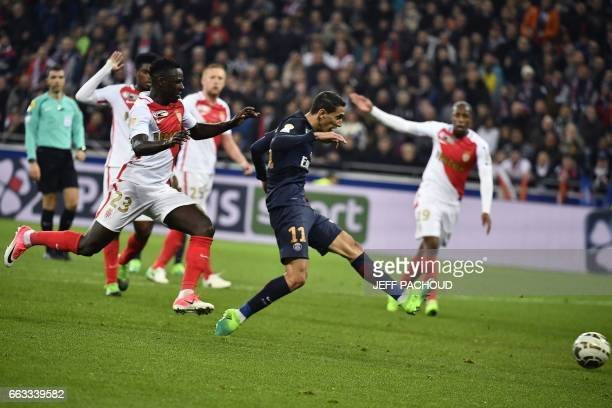 di Paris SaintGermain's Argentinian forward Angel Di Maria shoots and scores a goal during the French League Cup final football match between Paris...