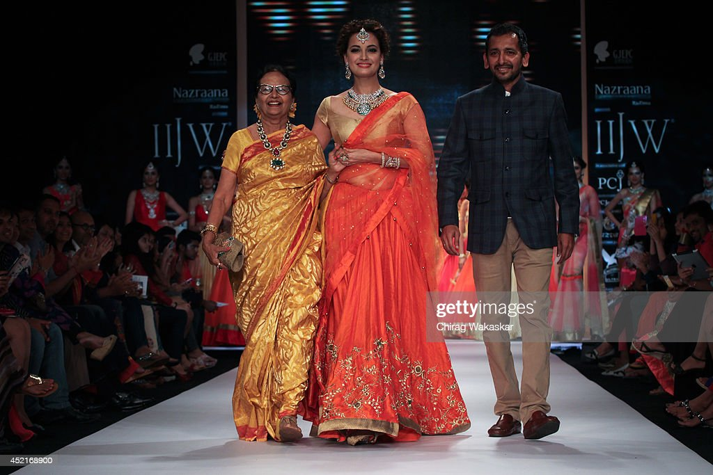 <a gi-track='captionPersonalityLinkClicked' href=/galleries/search?phrase=Dia+Mirza&family=editorial&specificpeople=696826 ng-click='$event.stopPropagation()'>Dia Mirza</a> (C) walks the runway with Shobha Choksey (L) & Snehal Choksey (R) during day 1 of the India International Jewellery Week 2014 at grand Hyatt on July 14, 2014 in Mumbai, India.