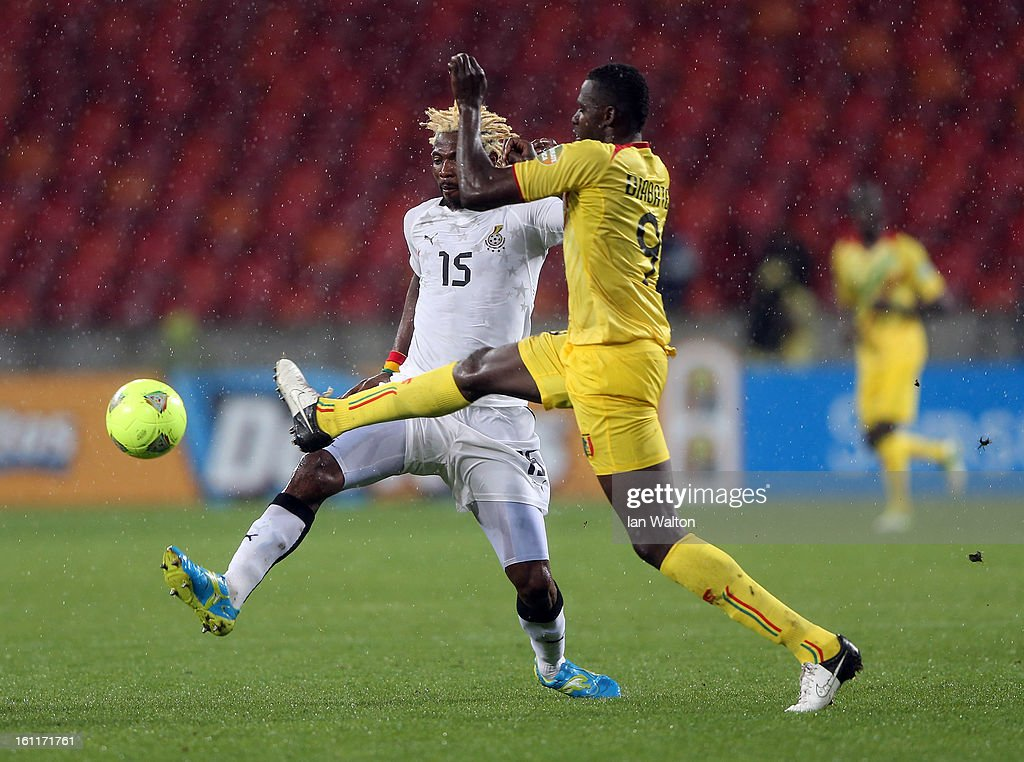 Diabate Cheick Tidiane of Mali tries to tackle Vorsah Isaac of Ghana during the 2013 Africa Cup of Nations Third Place Play-Off match between Mali and Ghana on February 9, 2013 in Port Elizabeth, South Africa.