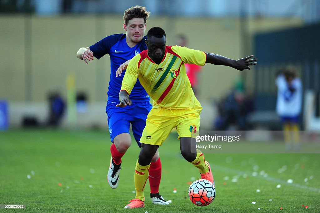 Diadie Samassekou of Mali is tackled by Thomas Robinet of France during the Toulon Tournament match between France and Mali at Stade Perruc on May 24, 2016 in Hyeres, France.