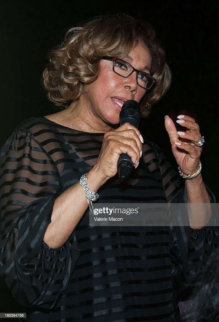 <a gi-track='captionPersonalityLinkClicked' href=/galleries/search?phrase=Diahann+Carroll&family=editorial&specificpeople=240336 ng-click='$event.stopPropagation()'>Diahann Carroll</a> attends House of Flowers Dinner Honoring <a gi-track='captionPersonalityLinkClicked' href=/galleries/search?phrase=Diahann+Carroll&family=editorial&specificpeople=240336 ng-click='$event.stopPropagation()'>Diahann Carroll</a> and Cheryl Boone Isaacs at Tracey Edmonds house on October 19, 2013 in Beverly Hills, California.