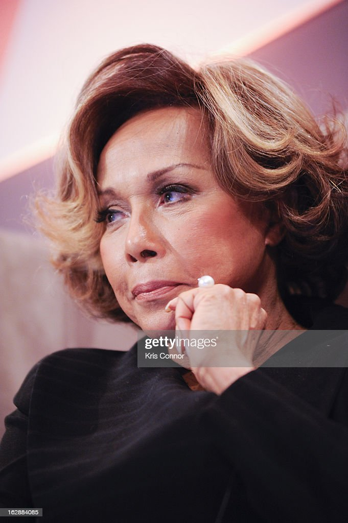 Diahann Caroll speaks during cocktails and dinner for Leading Women Defined at Ritz Carlton Hotel on February 28, 2013 in Washington, DC.