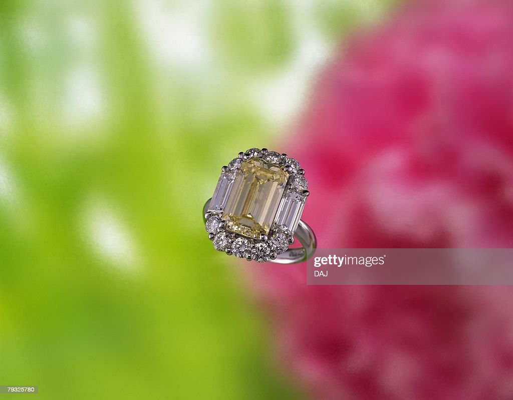 Diamond ring, high angle view, In Focus, Out Focus, Differential Focus, Out Focus : Stock Photo