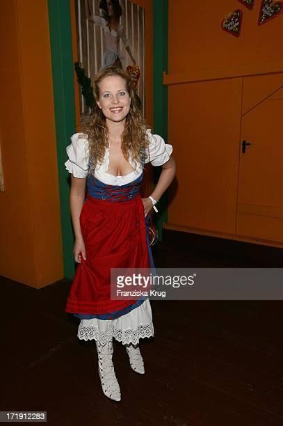 Diana Amft Bei Der 'Davidoff Nacht' Im Hippodrom Beim Oktoberfest In München