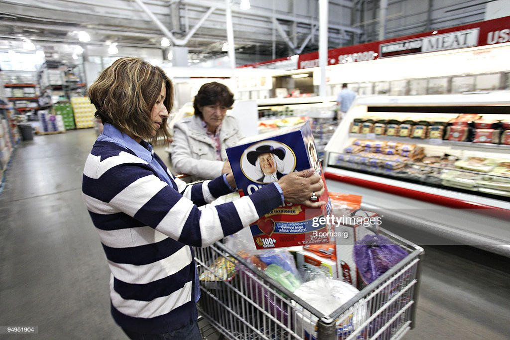 Diana Arias left shops with her mother Rose Castro inside a Costco store in Queens New York US on Thursday May 28 2009 Costco Wholesale Corp the...
