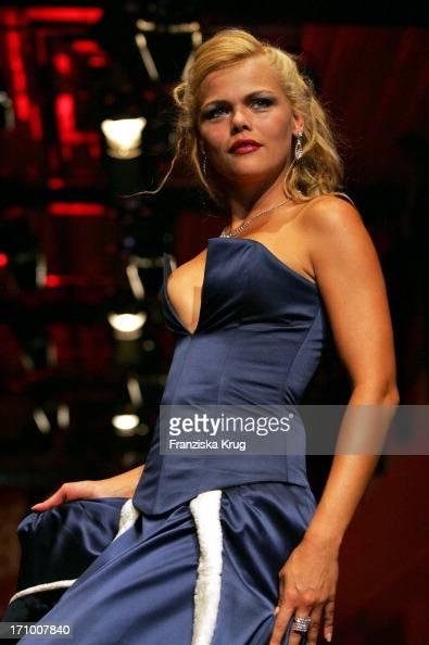 diana herold modelt bei der gala modenschau in der bmw niederlassung in n rnberg pictures. Black Bedroom Furniture Sets. Home Design Ideas