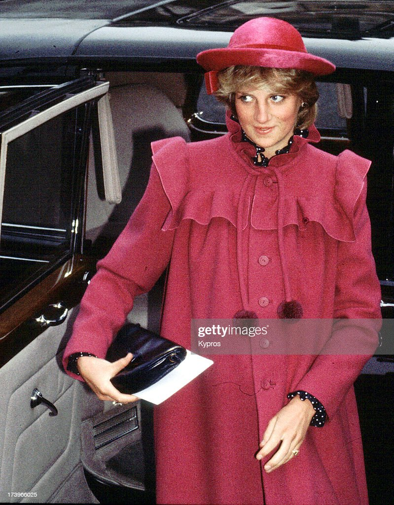 princess diana of wales Diana, princess of wales was a member of the british royal family she was the  first wife of charles, prince of wales, the heir apparent to the british throne, and.