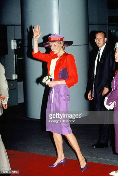Diana Princess of Wales arrives to Hong Kong for her official visit on November 7 1989 in Hong Kong