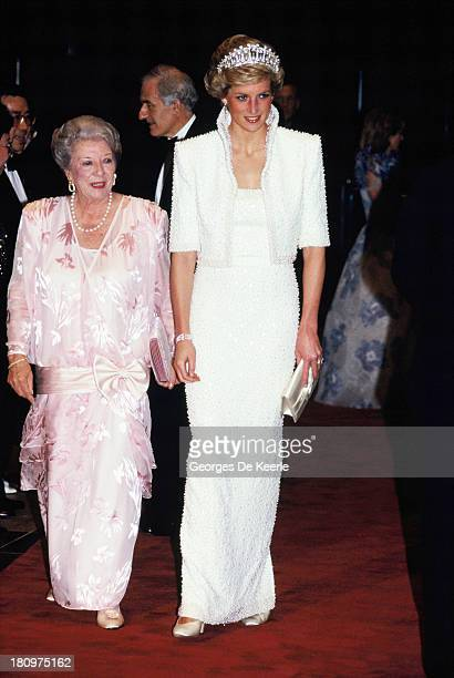 Diana Princess of Wales at the Culture Centre during her official visit to Hong Kong on November 8 1989 in Hong Kong The princess wears an outfit...