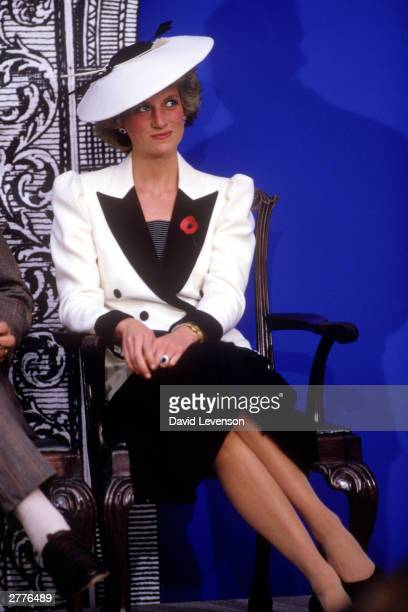 Diana Princess of Wales at the National Gallery of Art on November 10 1985 in Washington DC USA Diana wore a dress designed by Catherine Walker with...
