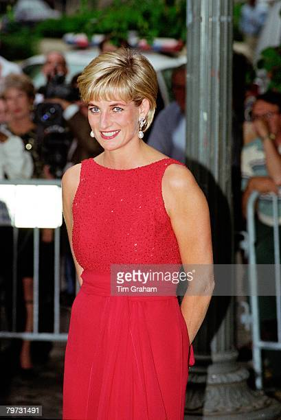 Diana Princess of Wales attends a fund raising gala dinner for the American Red Cross in Washington Diana is wearing a dress designed by Jacques...
