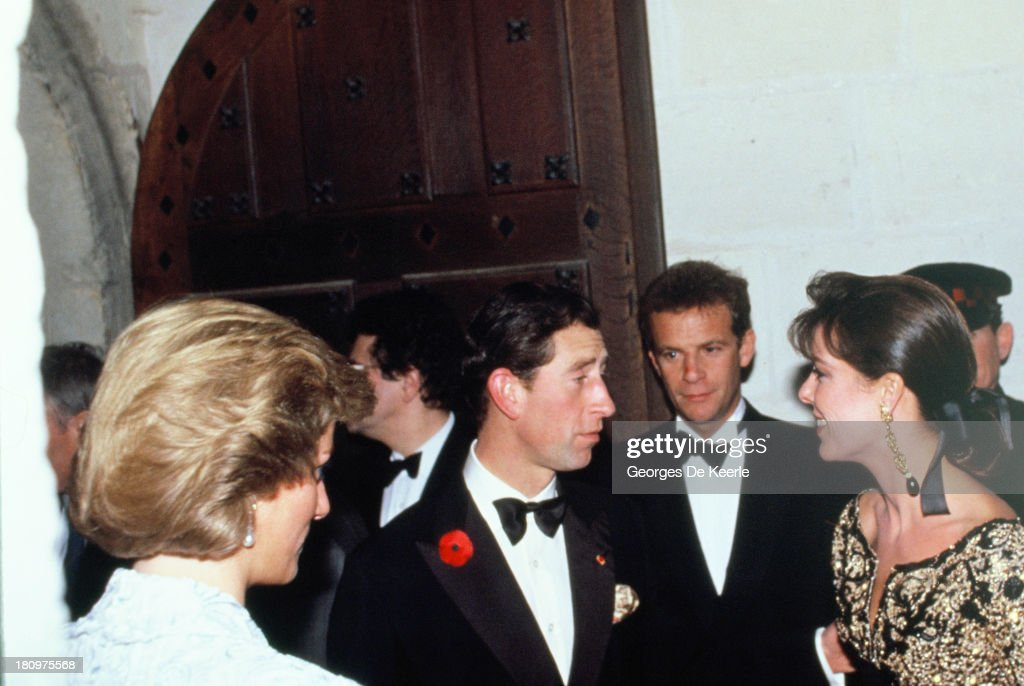 Diana, Princess of Wales, Charles, Prince of Wales, <a gi-track='captionPersonalityLinkClicked' href=/galleries/search?phrase=Francois-Marie+Banier&family=editorial&specificpeople=6583891 ng-click='$event.stopPropagation()'>Francois-Marie Banier</a> and <a gi-track='captionPersonalityLinkClicked' href=/galleries/search?phrase=Princess+Caroline+of+Monaco&family=editorial&specificpeople=92397 ng-click='$event.stopPropagation()'>Princess Caroline of Monaco</a> attend a dinner at the Chateau de Chambord during the official visit to France on November 9, 1988 in Chambord, France.