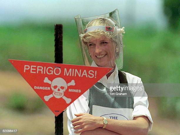 Diana Princess Of Wales Visiting A Mined Area In Huambo Angola Currently Being Cleared By The Charity Halo Trust