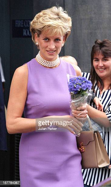 Diana Princess Of Wales Visits The Victor Chang Cardiac Research Institute During Her Visit To Sydney Australia