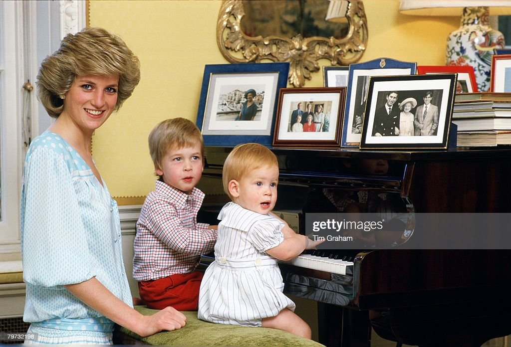 Famous Faces At The Piano