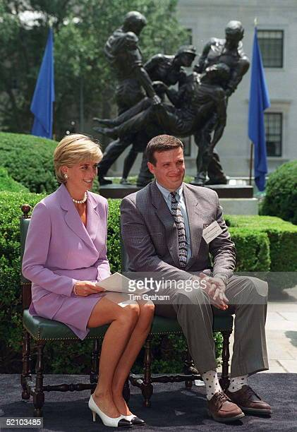 Diana Princess Of Wales With Ken Rutherford At The Antilandmines Press Briefing At The Red Cross Headquarters In Washington