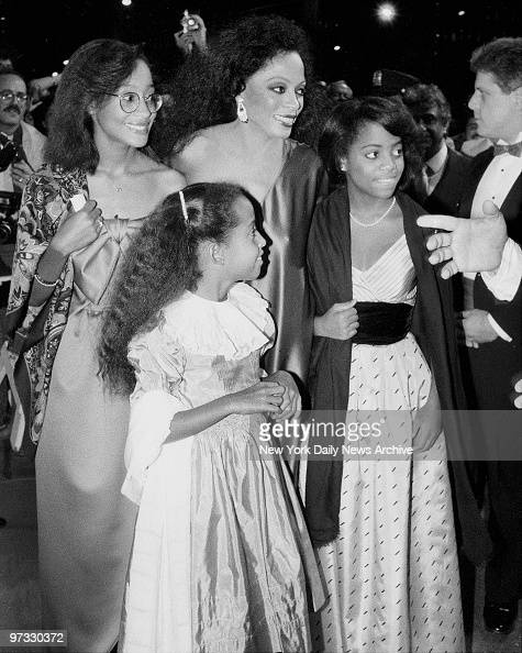 diana ross arrives with her children tracee chudney and rho pictures getty images. Black Bedroom Furniture Sets. Home Design Ideas