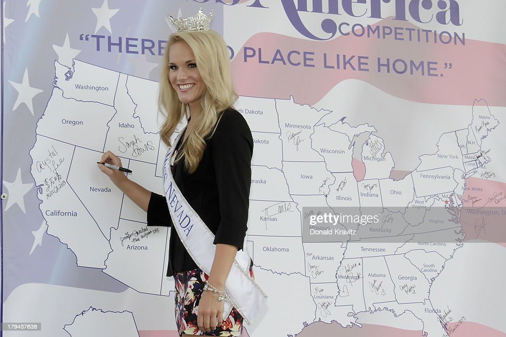 Diana Sweeney, Miss Nevada attends 2014 Miss America Contestants Photo Call at Kennedy Plaza on September 3, 2013 in Atlantic City, New Jersey.