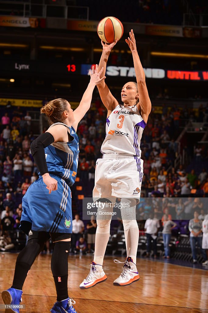 <a gi-track='captionPersonalityLinkClicked' href=/galleries/search?phrase=Diana+Taurasi&family=editorial&specificpeople=202558 ng-click='$event.stopPropagation()'>Diana Taurasi</a> #3 of the Phoenix Mercury shoots against <a gi-track='captionPersonalityLinkClicked' href=/galleries/search?phrase=Lindsay+Whalen&family=editorial&specificpeople=208984 ng-click='$event.stopPropagation()'>Lindsay Whalen</a> #13 of the Minnesota Lynx on July 21, 2013 at U.S. Airways Center in Phoenix, Arizona.