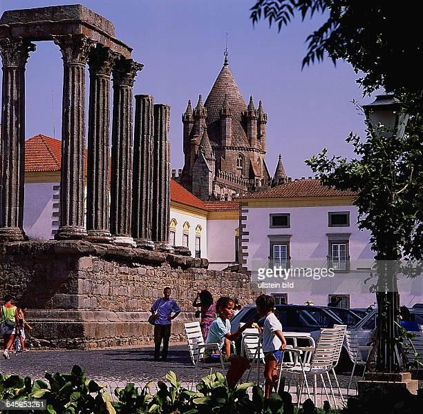 Diana Tempel und Turm der SEKathedralein Evora 1994