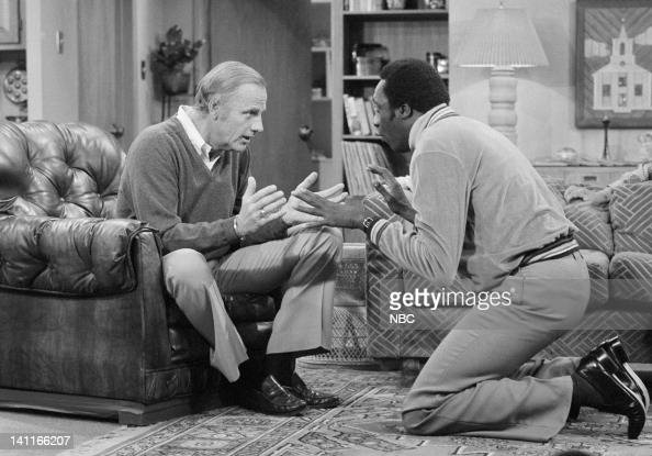 HELLO LARRY 'Diane Drinks' Episode 13 Aired Pictured McLean Stevenson as Larry Alder Meadowlark Lemon as himself Photo by NBCU Photo Bank