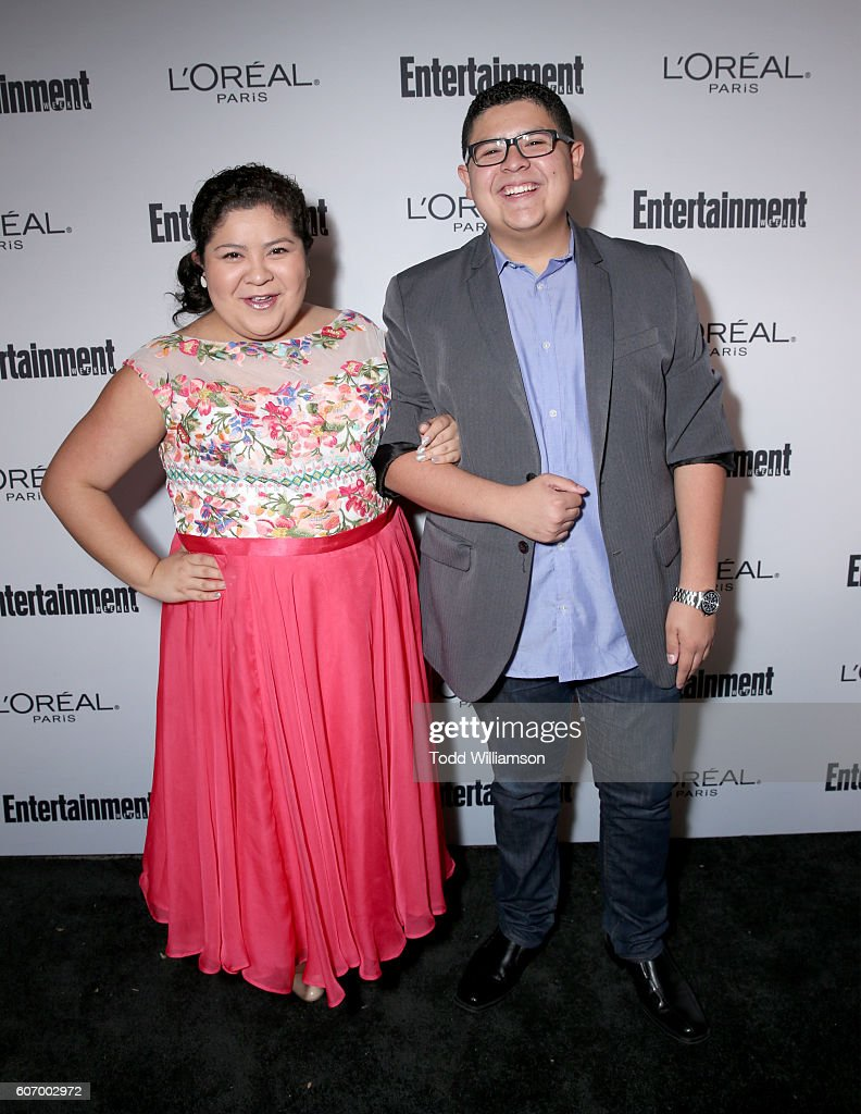 diane-rodriguez-and-actor-rico-rodriguez-attend-the-2016-weekly-at-picture-id607002972