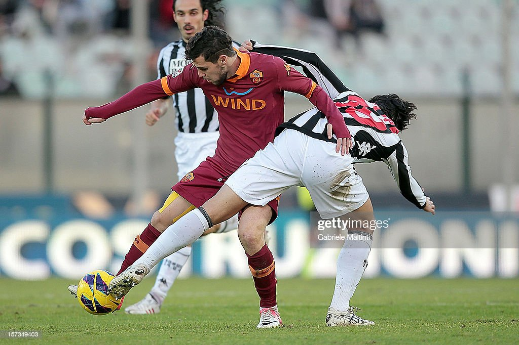 Dias Da Silva Dalbelo Felipe of AC Siena fights for the ball with <a gi-track='captionPersonalityLinkClicked' href=/galleries/search?phrase=Mattia+Destro&family=editorial&specificpeople=5983870 ng-click='$event.stopPropagation()'>Mattia Destro</a> of AS Roma during the Serie A match between AC Siena and AS Roma at Stadio Artemio Franchi on December 2, 2012 in Siena, Italy.