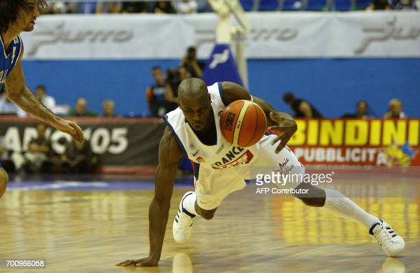 Diaw Boris of France fights for the ball with Calabria Dante of Italy during a frendly game in Milan 13 September 2005 French team will play the...