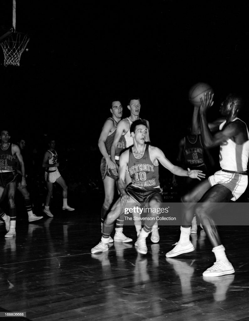 Detroit Pistons v Syracuse Nationals