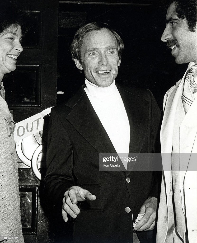 <a gi-track='captionPersonalityLinkClicked' href=/galleries/search?phrase=Dick+Cavett&family=editorial&specificpeople=217287 ng-click='$event.stopPropagation()'>Dick Cavett</a> during <a gi-track='captionPersonalityLinkClicked' href=/galleries/search?phrase=Robin+Williams&family=editorial&specificpeople=174322 ng-click='$event.stopPropagation()'>Robin Williams</a> Live Performance at Copacabana in New York City - April 11, 1979 at Copacabana in New York City, New York, United States.