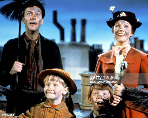 Dick Van Dyke as Bert Julie Andrews as Mary Poppins Karen Dotrice as Jane Banks and Matthew Garber as Michael Banks in the Disney musical 'Mary...