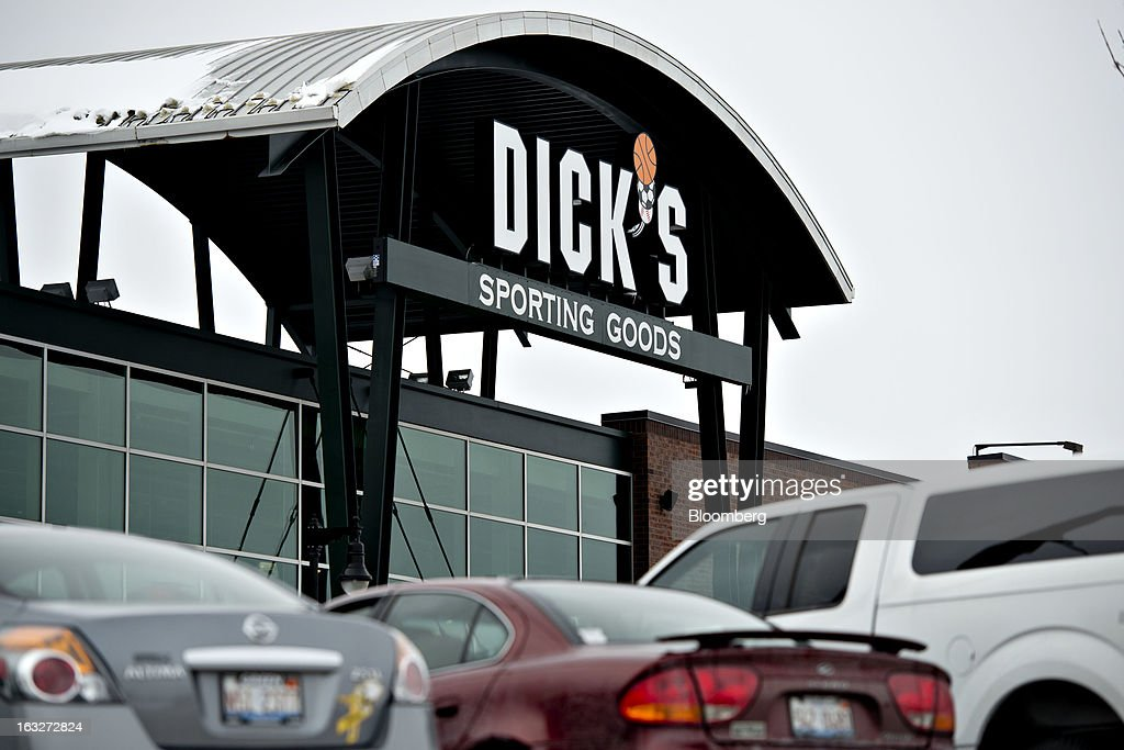 A Dick's Sporting Goods Inc. store stands in Peoria, Illinois, U.S., on Wednesday, March 6, 2013. Dick's Sporting Goods, the largest U.S. sporting-goods chain, is scheduled to report quarterly earnings on March 11. Photographer: Daniel Acker/Bloomberg via Getty Images