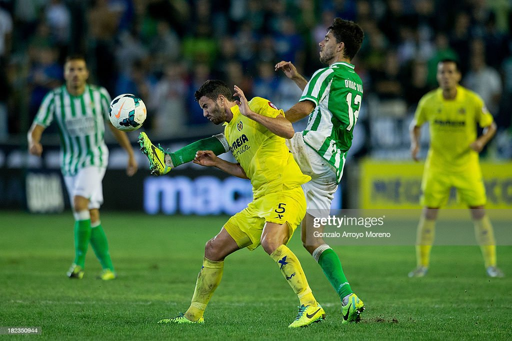 Didac Vila (R) of Real Betis Balompie competes for the ball with Mateo Pablo Musacchio of Villarreal CF during the La Liga match between Real Betis Balompie and Villarreal CF at Estadio Benito Villamarin on September 29, 2013 in Seville, Spain.