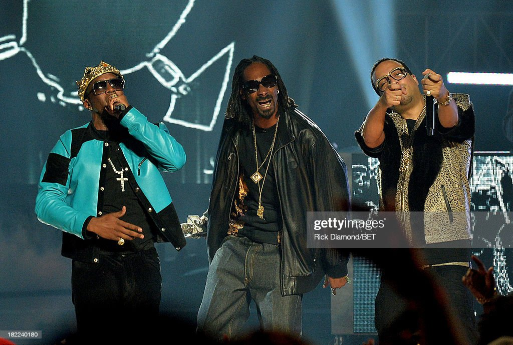 Diddy, Uncle Snoop and French Montana perform onstage at the BET Hip Hop Awards 2013 at Boisfeuillet Jones Atlanta Civic Center on September 28, 2013 in Atlanta, Georgia.
