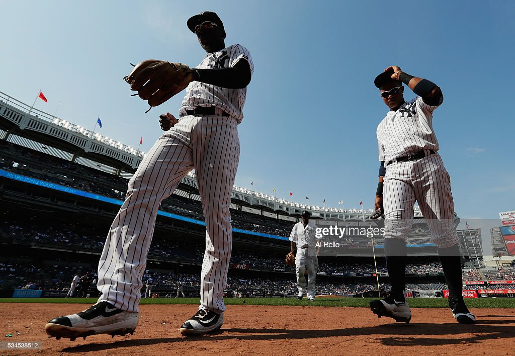 <a gi-track='captionPersonalityLinkClicked' href=/galleries/search?phrase=Didi+Gregorius&family=editorial&specificpeople=8945889 ng-click='$event.stopPropagation()'>Didi Gregorius</a> #18, CC Sabathia #52, and <a gi-track='captionPersonalityLinkClicked' href=/galleries/search?phrase=Starlin+Castro&family=editorial&specificpeople=5970945 ng-click='$event.stopPropagation()'>Starlin Castro</a> #14 of the New York Yankees walk to the dugout against the Toronto Blue Jays during their game at Yankee Stadium on May 26, 2016 in New York City.