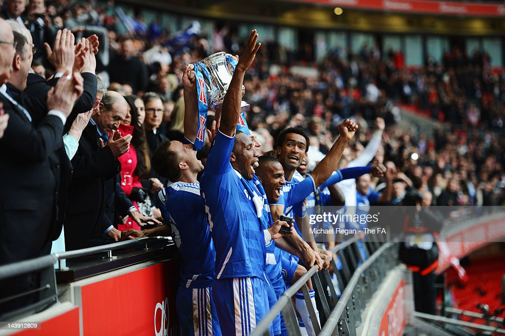 <a gi-track='captionPersonalityLinkClicked' href=/galleries/search?phrase=Didier+Drogba&family=editorial&specificpeople=179398 ng-click='$event.stopPropagation()'>Didier Drogba</a>, <a gi-track='captionPersonalityLinkClicked' href=/galleries/search?phrase=John+Terry&family=editorial&specificpeople=171535 ng-click='$event.stopPropagation()'>John Terry</a>, Frank Lampard, <a gi-track='captionPersonalityLinkClicked' href=/galleries/search?phrase=Florent+Malouda&family=editorial&specificpeople=228109 ng-click='$event.stopPropagation()'>Florent Malouda</a> and <a gi-track='captionPersonalityLinkClicked' href=/galleries/search?phrase=Jose+Bosingwa&family=editorial&specificpeople=734722 ng-click='$event.stopPropagation()'>Jose Bosingwa</a> of Chelsea celebrate with team mates as they lift the FA Cup trophy during the FA Cup with Budweiser Final between Liverpool and Chelsea at Wembley Stadium on May 5, 2012 in London, England.