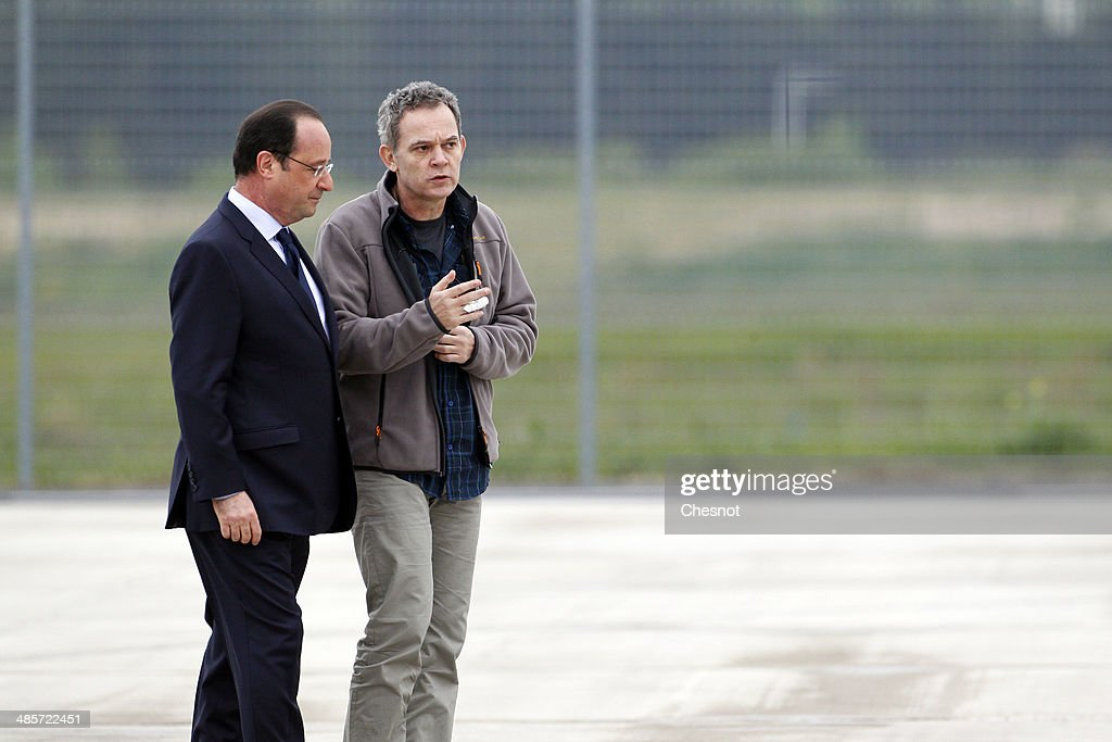 <a gi-track='captionPersonalityLinkClicked' href=/galleries/search?phrase=Didier+Francois&family=editorial&specificpeople=4081314 ng-click='$event.stopPropagation()'>Didier Francois</a> is welcomed by French President, Francois Hollande upon his arrival at the Villacoublay military airport on April 20, 2014 in Velizy-Villacoublay, France. The four French journalists taken hostage in Syria last year were freed after a 10-month captivity in the world's most dangerous country for the media.
