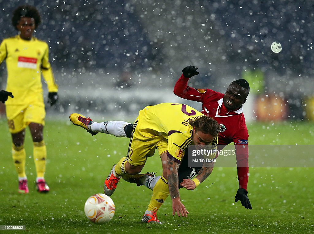 Didier Ya Konan (R) of Hannover and Andrei Eschenko (L) of Makhachkala battle for the ball during the UEFA Europa League Round of 32 second leg match between Hannover 96 and Anji Makhachkala at AWD Arena on February 21, 2013 in Hannover, Germany.