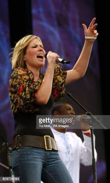Dido performs on stage with Sengalese artist Youssou N'Dour