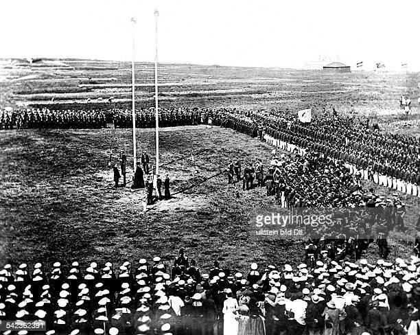 Die Feier nach der Übergabe der Insel Helgoland aus englischem Besitz an Deutschland am 10081890 Kaiser Wilhelm II auf Helgoland bei dem...