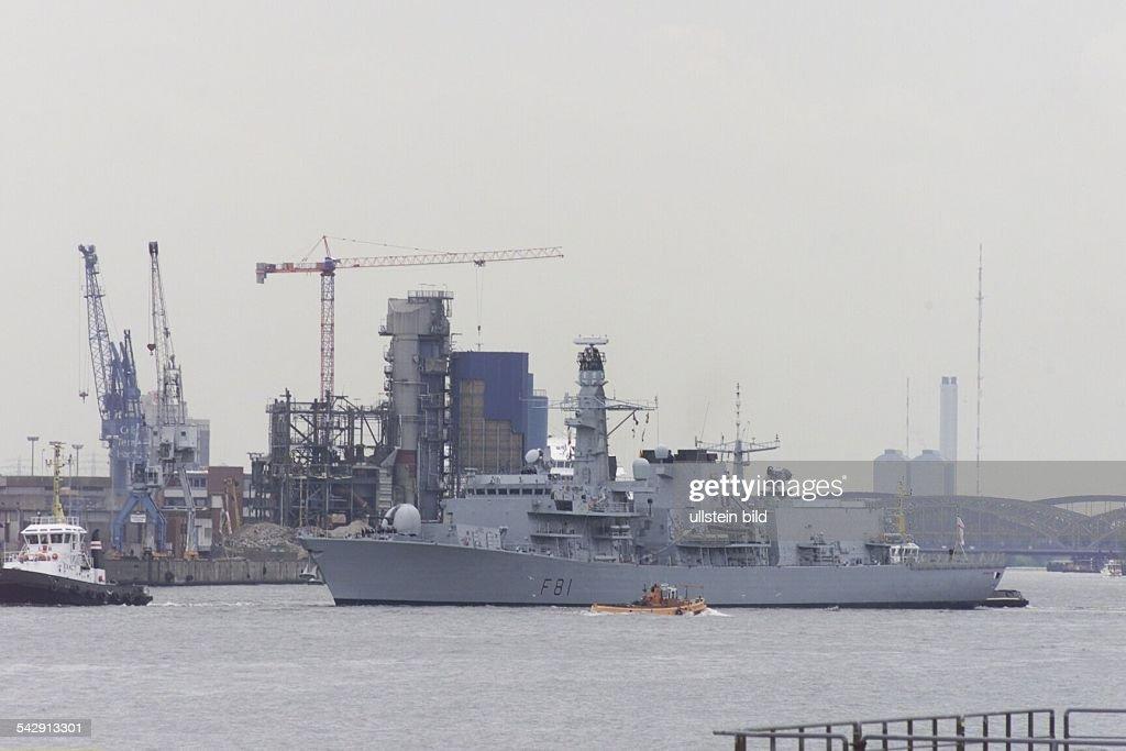 Die Fregatte HMS ''Sutherland'' der Royal Navy von Großbritannien läuft anläßlich des Britfestes 2001 in Hamburg ein Marine