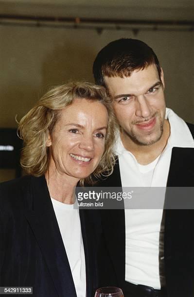 Die Modeschöpferin und Unternehmerin Jil Sander mit StarVisagisten Kevyn Aucoin