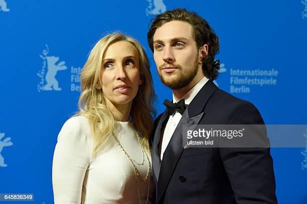 Die Regisseurin Sam TaylorJohnson und ihr Ehemann Aaron während des Photocalls zum Film Fifty Shades of Grey anlässlich der 65 Internationalen...