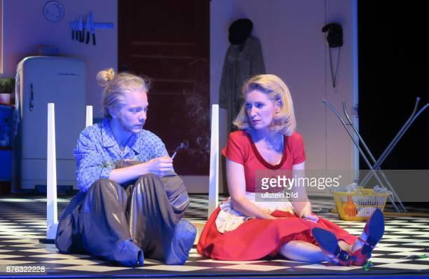 Die Schauspieler Daniel Mühe Maria Furtwängler aufgenommen bei Proben zu dem Theaterstück Alles muss glänzen im Theater am Kurfürstendamm in Berlin...