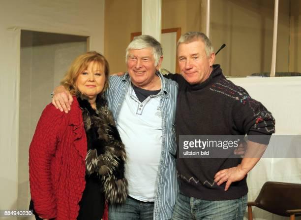 Die Schauspieler Franziska Troegner und Jörg Schüttauf aufgenommen bei Proben zu dem Theaterstück Einer flog über das Kuckucksnest im Schlosspark...