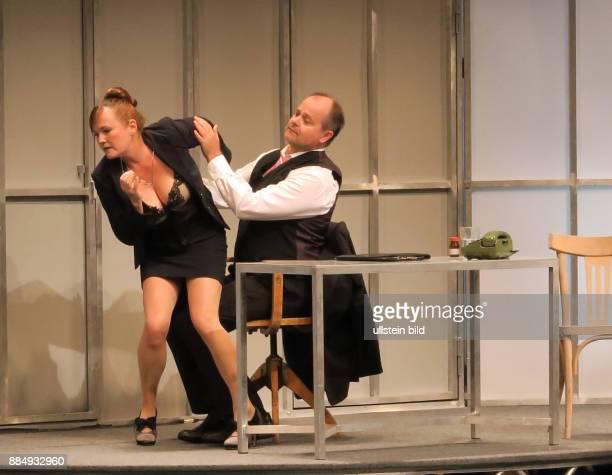 Die Schauspieler Simone Pfennig Markus Majowski aufgenommen bei der Premiere von dem Theaterstück Der Mann der sich nicht traut im Theater am Kudamm...