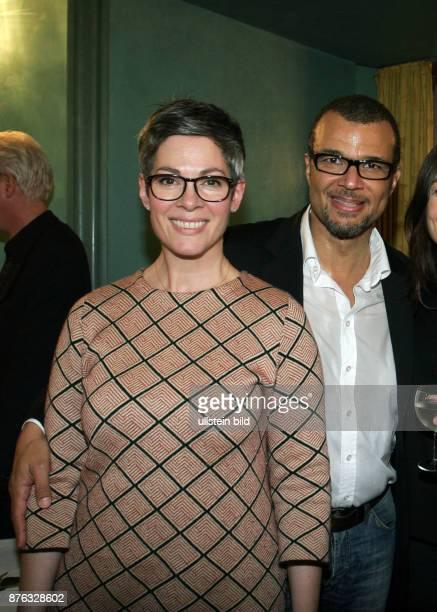 Die Schauspielerin Heidi Cheryl Shepard und Ehemann Nikolaus Okonkwo aufgenommen auf der Premierenfeier vom Theaterstück 'Blue Moon' im Renaissance...