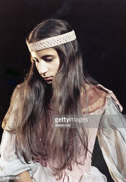 Die Schauspielerin Toscana Landsberger in der Rolle des Zirkuskindes Rosanna im dritten Teil der TVChronik 'Sachrang' Aufgenommen 1988