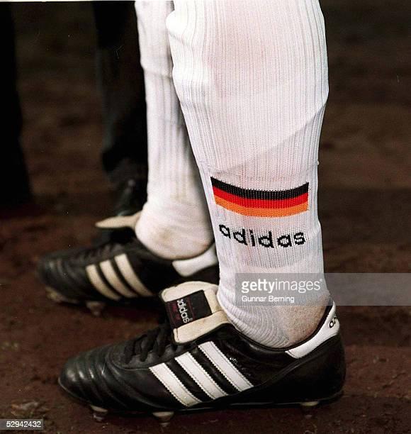 FUSSBALL DFB Team 29596 Die Schuhe des DFB Teams waehrend der EURO 1996