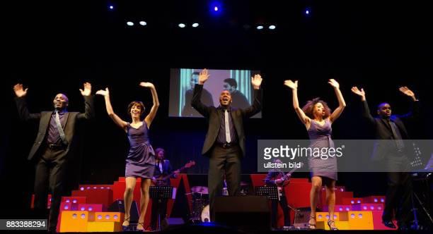 Die Sänger Trevor Jackson Taryn Nelson Wilson D Michaels Lana Gordon Victor Hugo Barreto vl aufgenommen bei Proben zu dem Stück Motown Die Legende im...
